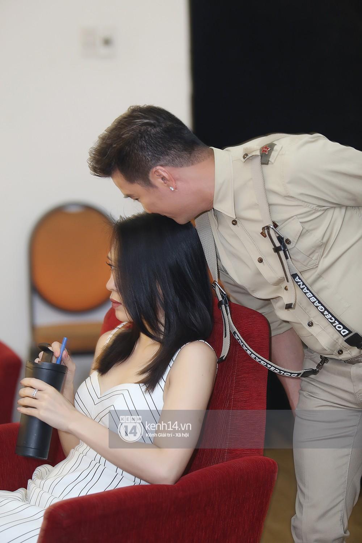 Đàm Vĩnh Hưng âu yếm hôn lên tóc Mỹ Tâm trong buổi ghi hình show thực tế mới - Ảnh 7.
