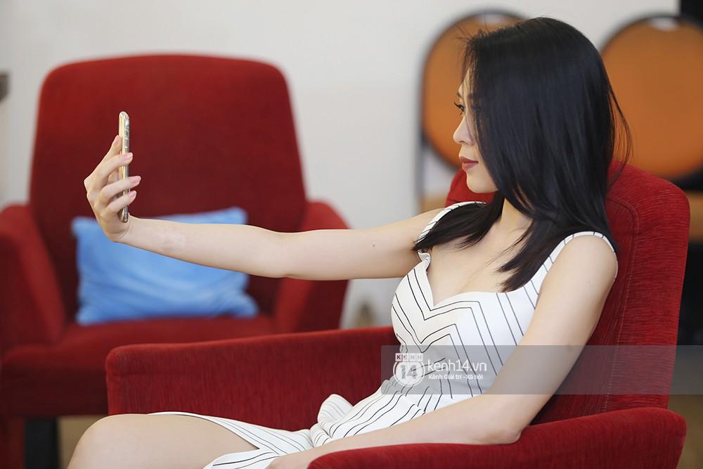 Đàm Vĩnh Hưng âu yếm hôn lên tóc Mỹ Tâm trong buổi ghi hình show thực tế mới - Ảnh 10.
