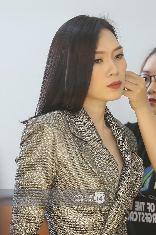 Đàm Vĩnh Hưng âu yếm hôn lên tóc Mỹ Tâm trong buổi ghi hình show thực tế mới - Ảnh 12.