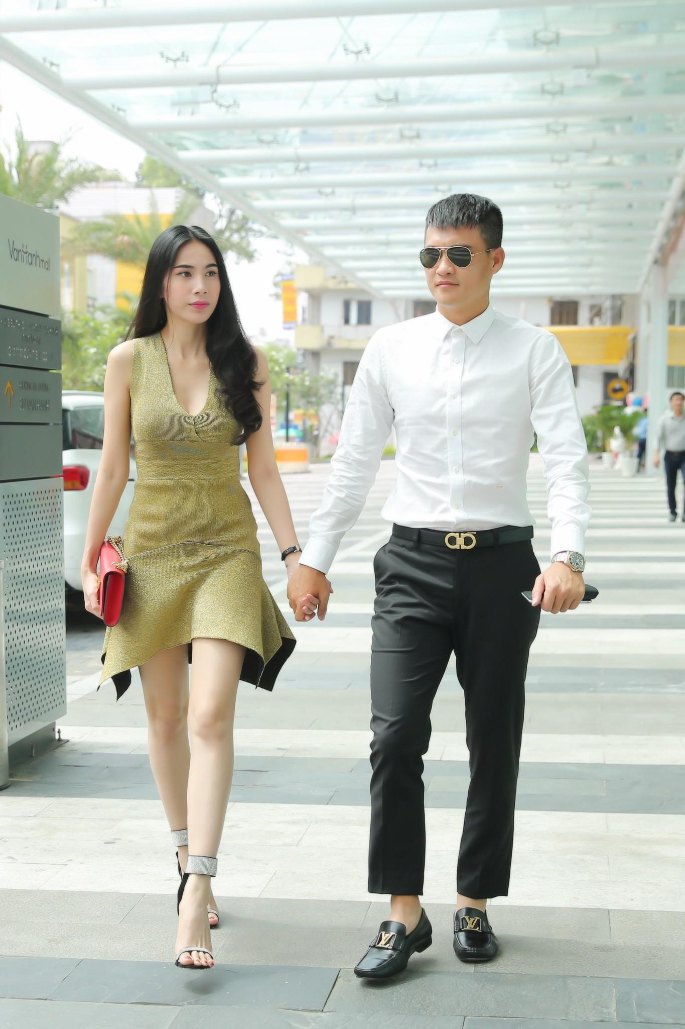 Hậu tin đồn mang thai lần 2, Thủy Tiên diện váy ôm sát khoe vòng eo phẳng lì - Ảnh 1.