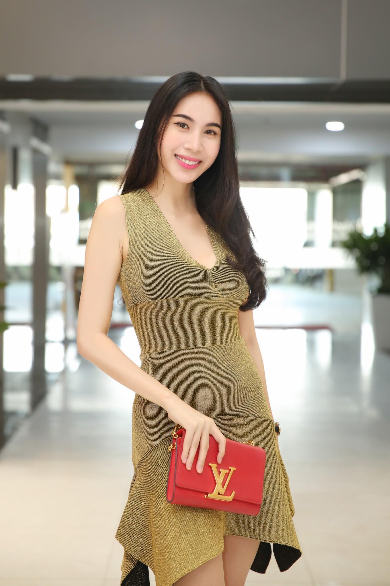 Hậu tin đồn mang thai lần 2, Thủy Tiên diện váy ôm sát khoe vòng eo phẳng lì - Ảnh 3.