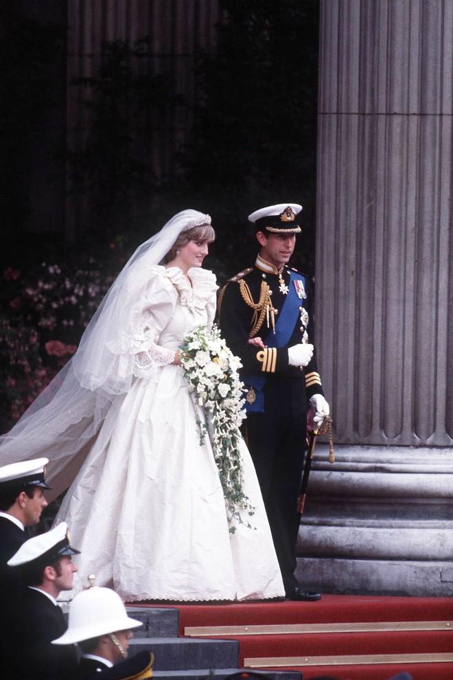 Nhan sắc và khí chất hoàn hảo của cố Công nương Diana trong những khoảnh khắc xưa - Ảnh 6.