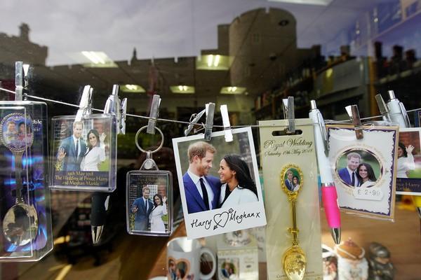 Bên trong túi quà cưới Hoàng gia Anh có gì đặc biệt mà lại được rao bán trên mạng với giá hơn 650 triệu đồng? - Ảnh 2.