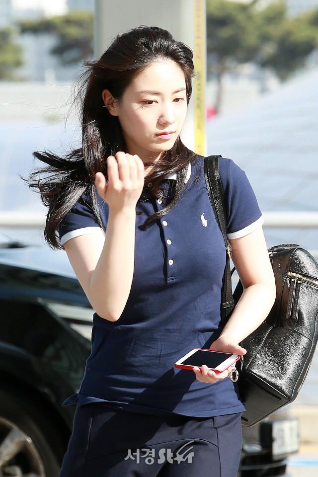 Lần đầu trong lịch sử sao Hàn đến Việt Nam bị fan đe dọa, phản đối: Chắc chỉ có rắn độc Hyoyoung là duy nhất! - Ảnh 2.
