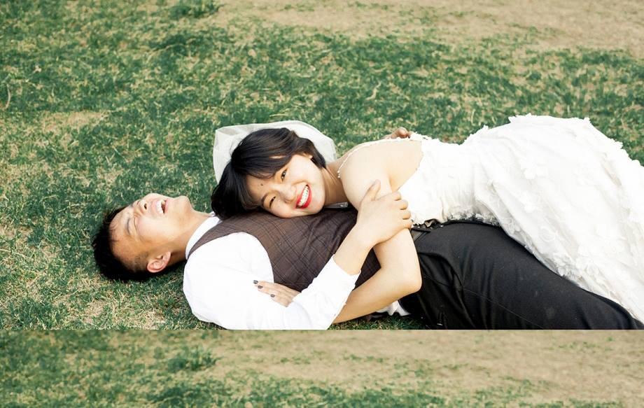 Bộ ảnh cưới mùa hè của cô dâu tóc ngắn đi giày thể thao giúp bạn định nghĩa lại về cái đẹp - Ảnh 11.