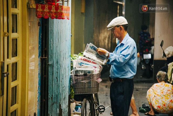 Người đàn ông giao báo bằng xe đạp cuối cùng ở Sài Gòn: Vội làm gì giữa cuộc đời hối hả - Ảnh 2.