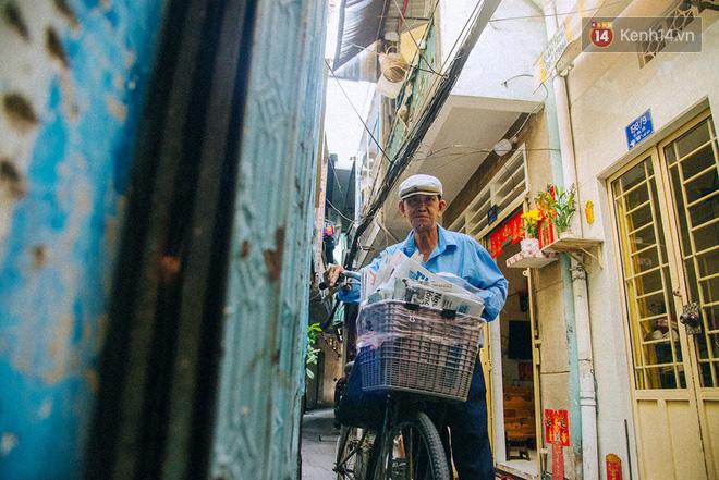 Người đàn ông giao báo bằng xe đạp cuối cùng ở Sài Gòn: Vội làm gì giữa cuộc đời hối hả - Ảnh 1.