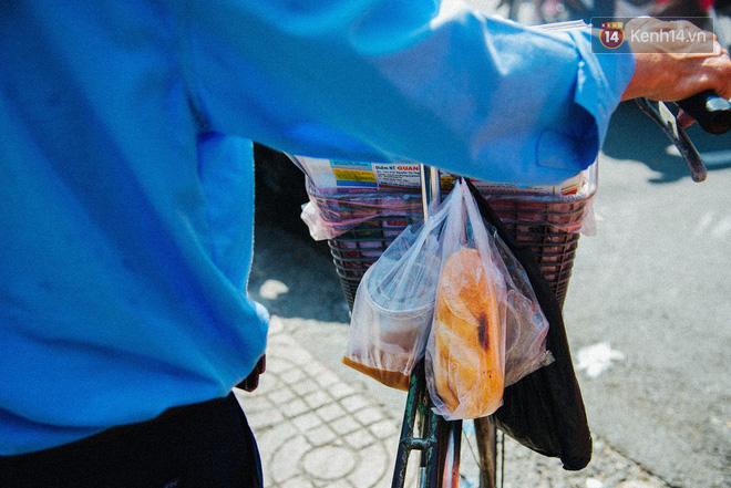 Người đàn ông giao báo bằng xe đạp cuối cùng ở Sài Gòn: Vội làm gì giữa cuộc đời hối hả - Ảnh 9.