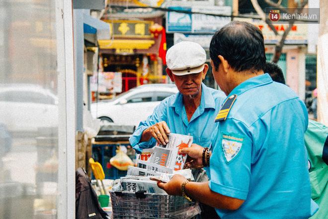 Người đàn ông giao báo bằng xe đạp cuối cùng ở Sài Gòn: Vội làm gì giữa cuộc đời hối hả - Ảnh 7.