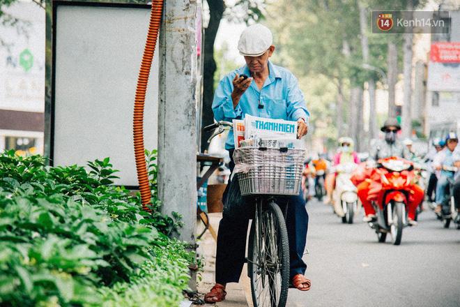Người đàn ông giao báo bằng xe đạp cuối cùng ở Sài Gòn: Vội làm gì giữa cuộc đời hối hả - Ảnh 6.