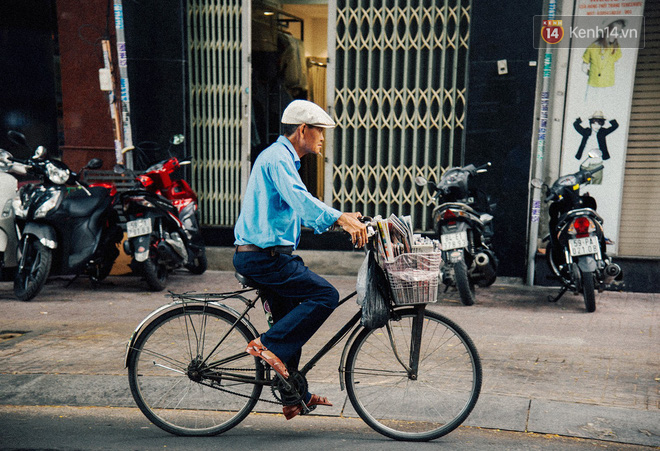 Người đàn ông giao báo bằng xe đạp cuối cùng ở Sài Gòn: Vội làm gì giữa cuộc đời hối hả - Ảnh 4.