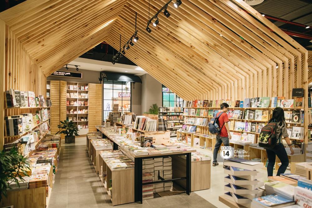 Phương Nam Book City tại Vạn Hạnh Mall sở hữu không gian đẹp lung linh