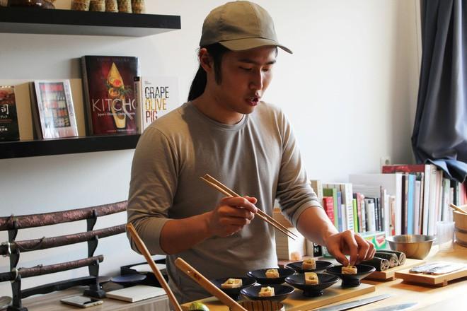 Tự mở nhà hàng Nhật trong phòng kí túc, anh chàng 21 tuổi khiến giới sành ăn ở Amsterdam phải ngỡ ngàng - Ảnh 5.