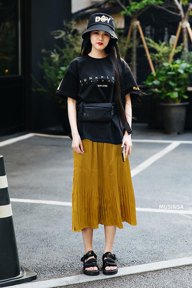 Chỉ diện toàn những món đồ mà ai cũng có sẵn nhưng giới trẻ Hàn vẫn hô biến nên street style quá đỉnh - Ảnh 2.