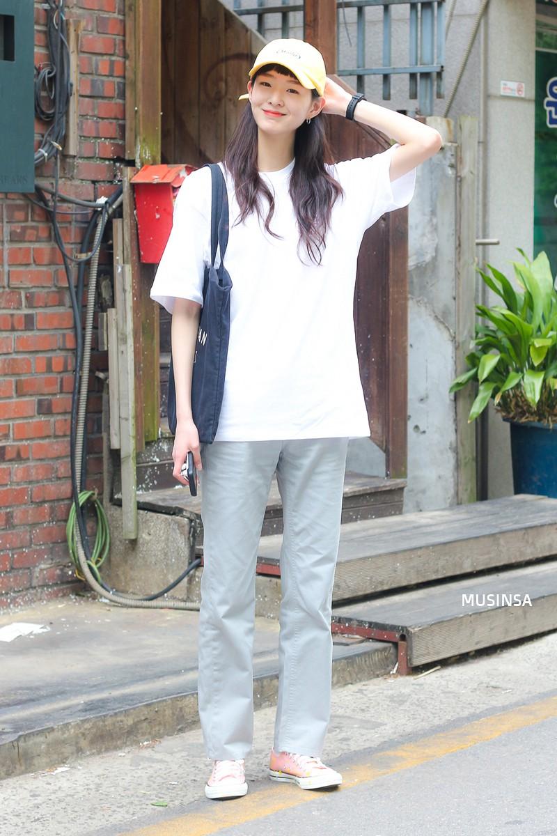 Chỉ diện toàn những món đồ mà ai cũng có sẵn nhưng giới trẻ Hàn vẫn hô biến nên street style quá đỉnh - Ảnh 6.