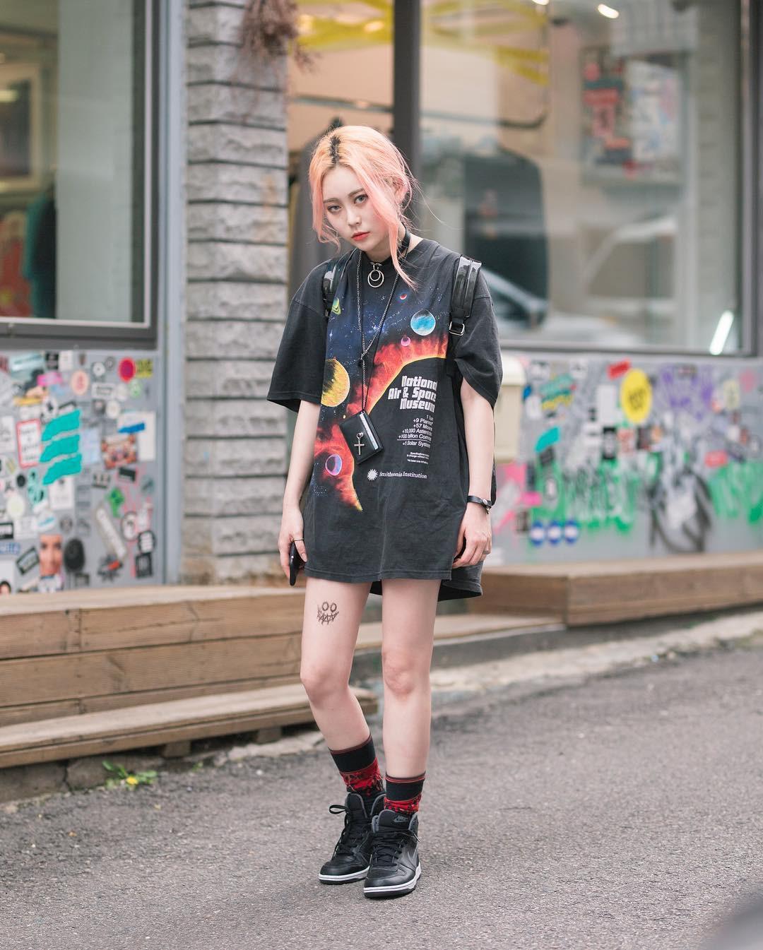 Chỉ diện toàn những món đồ mà ai cũng có sẵn nhưng giới trẻ Hàn vẫn hô biến nên street style quá đỉnh - Ảnh 11.