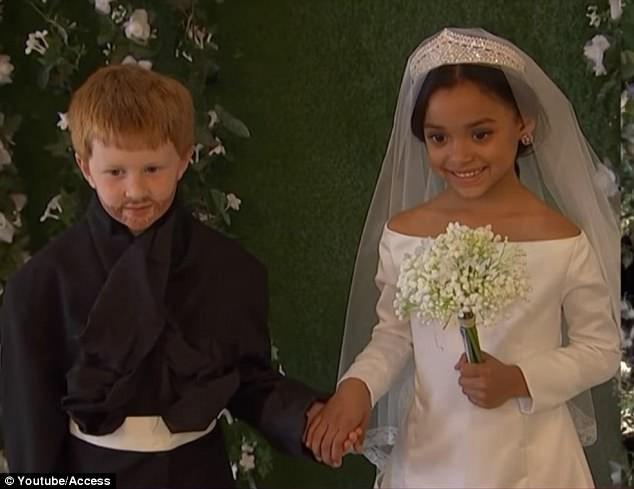 Cặp đôi nhí cosplay đám cưới Hoàng gia chuẩn đến từng bông hoa, nếp áo - Ảnh 1.