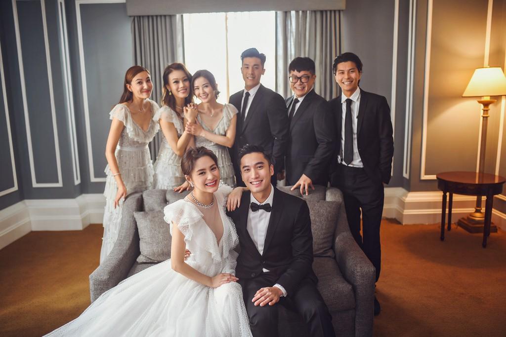 Tròn 10 năm tủi hờn vì scandal ảnh sex, Chung Hân Đồng khóc như mưa trong hôn lễ đẹp như cổ tích của mình - Ảnh 16.