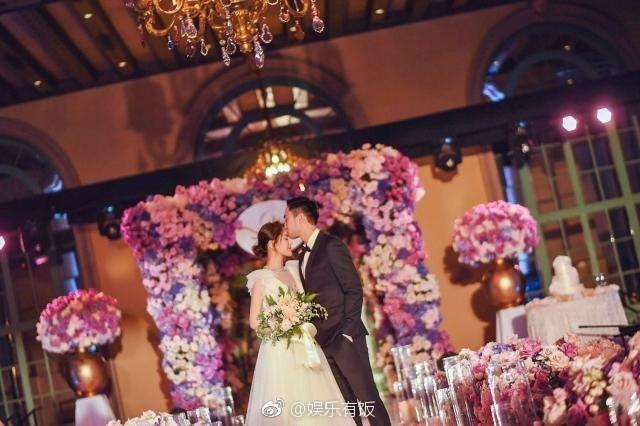 Tròn 10 năm tủi hờn vì scandal ảnh sex, Chung Hân Đồng khóc như mưa trong hôn lễ đẹp như cổ tích của mình - Ảnh 1.