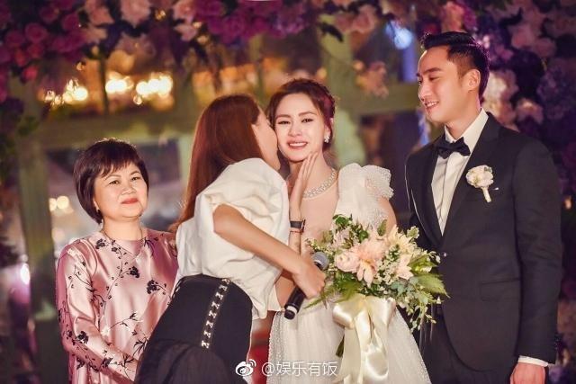 Tròn 10 năm tủi hờn vì scandal ảnh sex, Chung Hân Đồng khóc như mưa trong hôn lễ đẹp như cổ tích của mình - Ảnh 7.