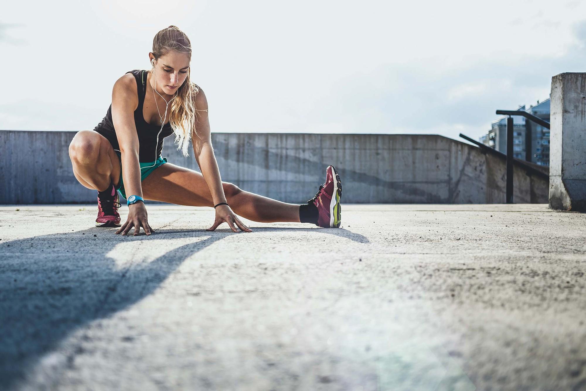 Thực hiện những hành động dưới đây sau khi tập luyện, bạn đang hủy hoại thành quả của mình - Ảnh 2.