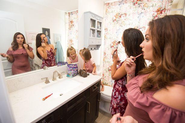 Người phụ nữ xinh đẹp tại Mỹ này đã xoay sở thế nào khi làm mẹ của những 16-đứa-con? Photo-3-1527314013820895096983
