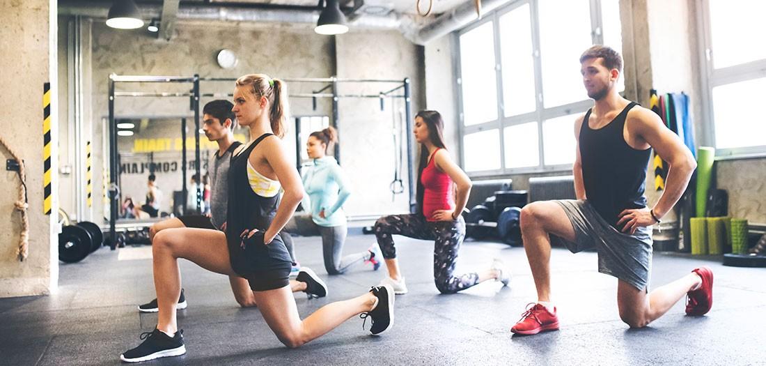 Nhảy cắt kéo - bài tập đơn giản giúp làm săn chắc toàn bộ cơ thể - Ảnh 2.