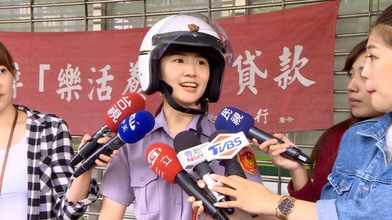 Trung Quốc: Vừa nhìn thấy nữ cảnh sát xinh đẹp, tên tội phạm lập tức nhận tội và hỏi xin số làm quen - Ảnh 4.