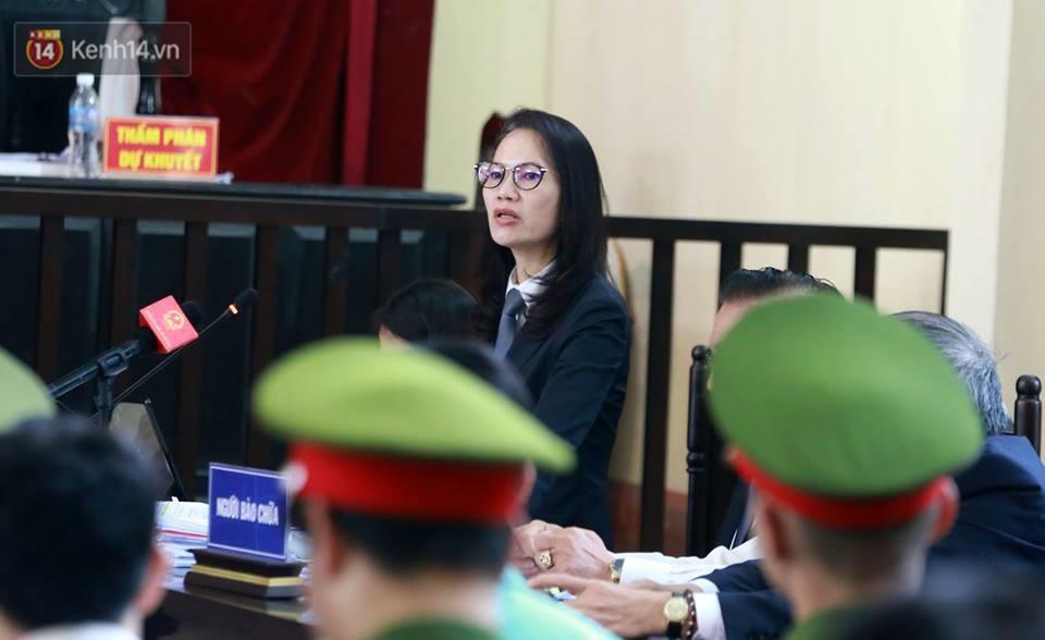 Điểm lại những tình tiết bất ngờ từ ngày đầu phiên xử bác sĩ Lương cho đến quyết định quay lại phần xét hỏi sau 10 ngày - Ảnh 5.