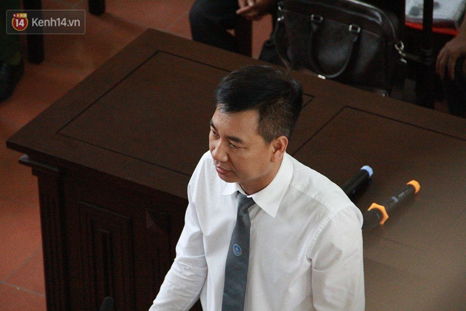 Điểm lại những tình tiết bất ngờ từ ngày đầu phiên xử bác sĩ Lương cho đến quyết định quay lại phần xét hỏi sau 10 ngày - Ảnh 12.