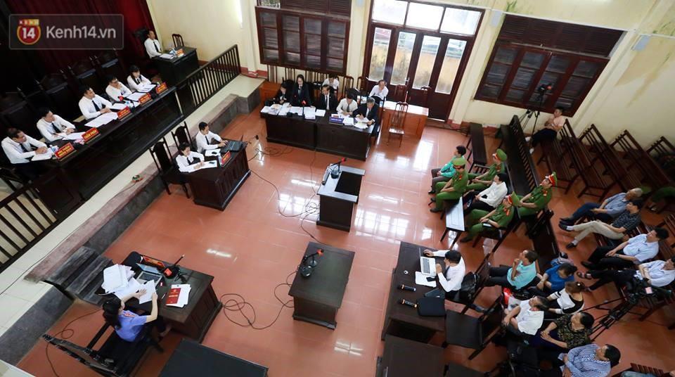 Điểm lại những tình tiết bất ngờ từ ngày đầu phiên xử bác sĩ Lương cho đến quyết định quay lại phần xét hỏi sau 10 ngày - Ảnh 4.