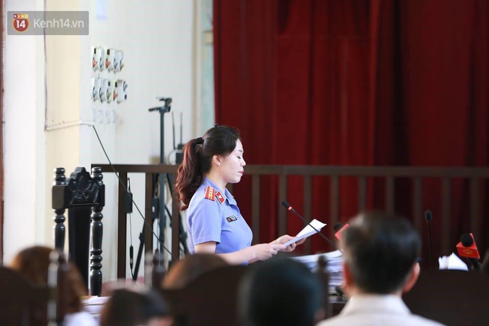 Điểm lại những tình tiết bất ngờ từ ngày đầu phiên xử bác sĩ Lương cho đến quyết định quay lại phần xét hỏi sau 10 ngày - Ảnh 9.