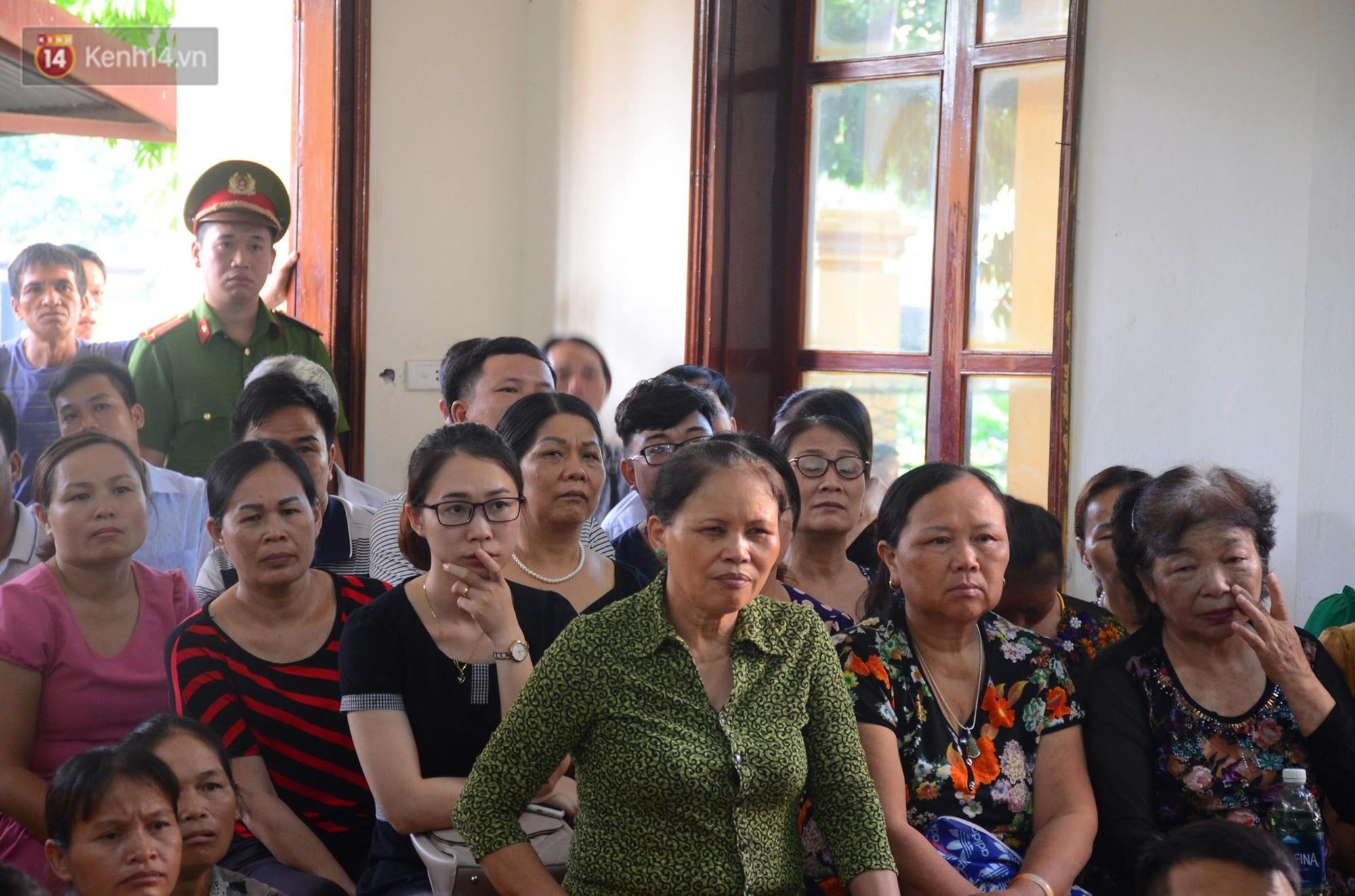 Điểm lại những tình tiết bất ngờ từ ngày đầu phiên xử bác sĩ Lương cho đến quyết định quay lại phần xét hỏi sau 10 ngày - Ảnh 7.