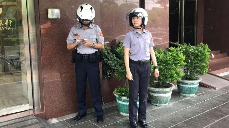 Trung Quốc: Vừa nhìn thấy nữ cảnh sát xinh đẹp, tên tội phạm lập tức nhận tội và hỏi xin số làm quen - Ảnh 2.