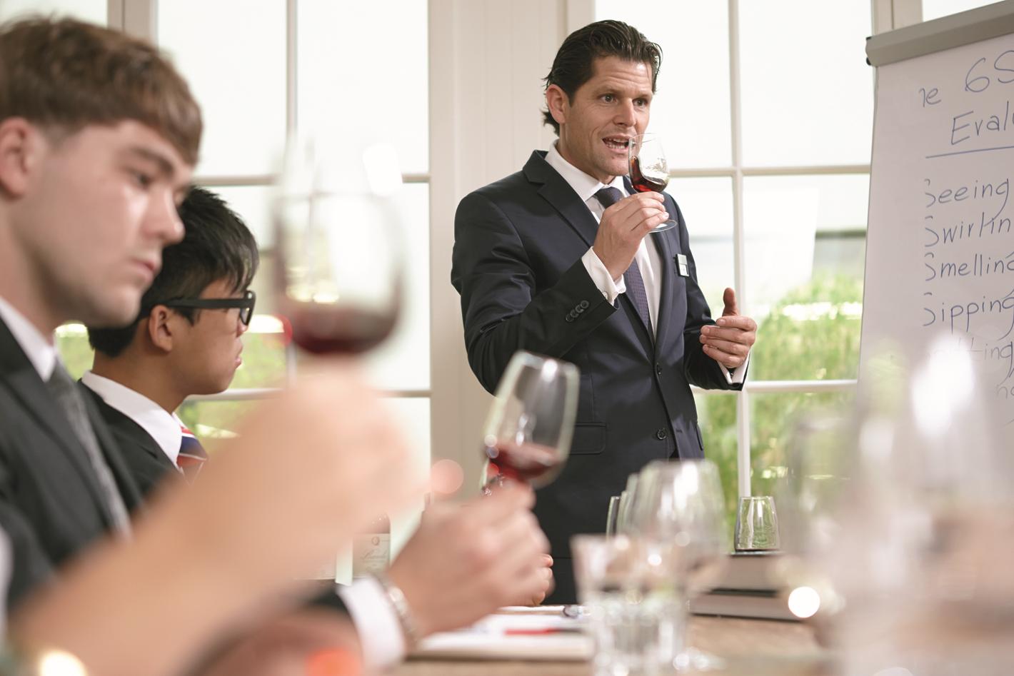 Swissday 2018: Bí quyết thành công trong lĩnh vực Quản lý Nhà hàng Khách sạn cùng BHMS - Ảnh 1.