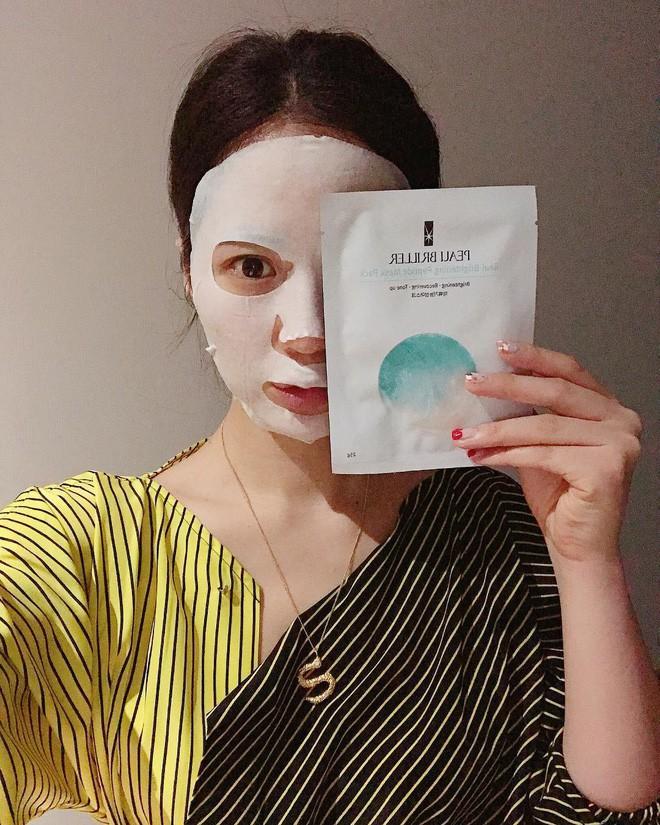 Chỉ cần một thao tác nhỏ khi đắp mặt nạ giấy, các nàng có thể tăng gấp đôi hiệu quả dưỡng da - Ảnh 2.