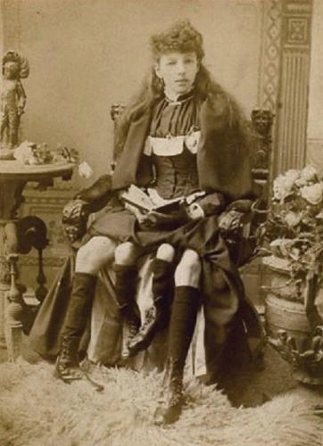 Cuộc đời người phụ nữ 4 chân: 13 tuổi làm ngôi sao gánh xiếc, sống đời sung túc với nghề triển lãm bản thân - Ảnh 2.