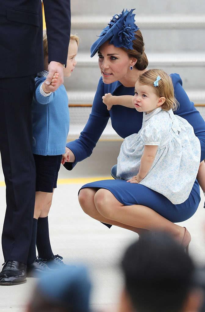 Những hình ảnh cho thấy công nương Anh cao quý cũng có những phút giây mẹ bỉm sữa như bao người - Ảnh 1.