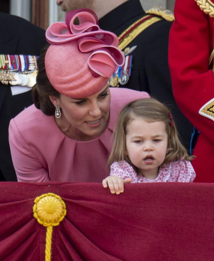 Những hình ảnh cho thấy công nương Anh cao quý cũng có những phút giây mẹ bỉm sữa như bao người - Ảnh 4.