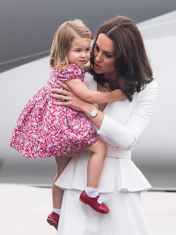 Những hình ảnh cho thấy công nương Anh cao quý cũng có những phút giây mẹ bỉm sữa như bao người - Ảnh 6.