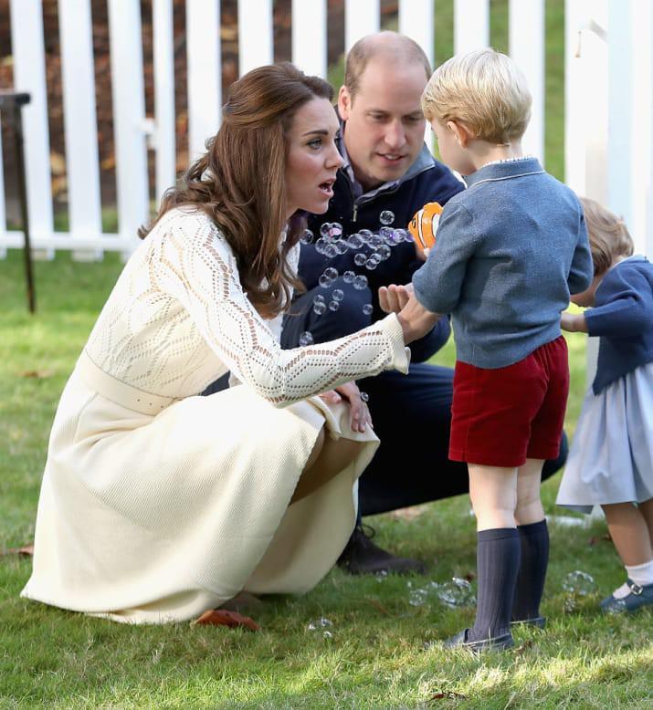 Những hình ảnh cho thấy công nương Anh cao quý cũng có những phút giây mẹ bỉm sữa như bao người - Ảnh 8.
