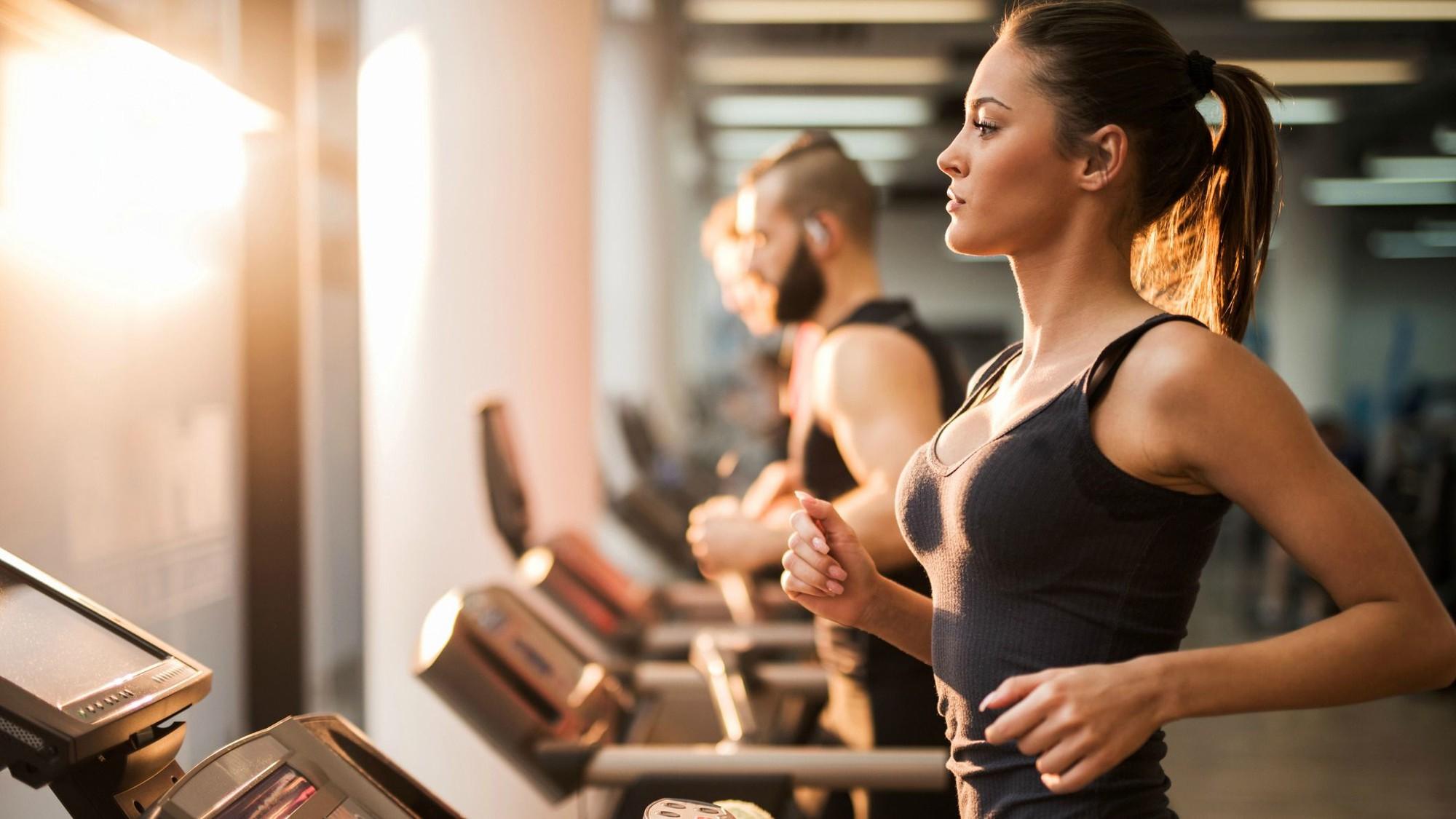 Cứ phạm phải những sai lầm này khi tập thể dục buổi sáng thì cân nặng chẳng những không giảm mà còn tăng vù vù - Ảnh 3.