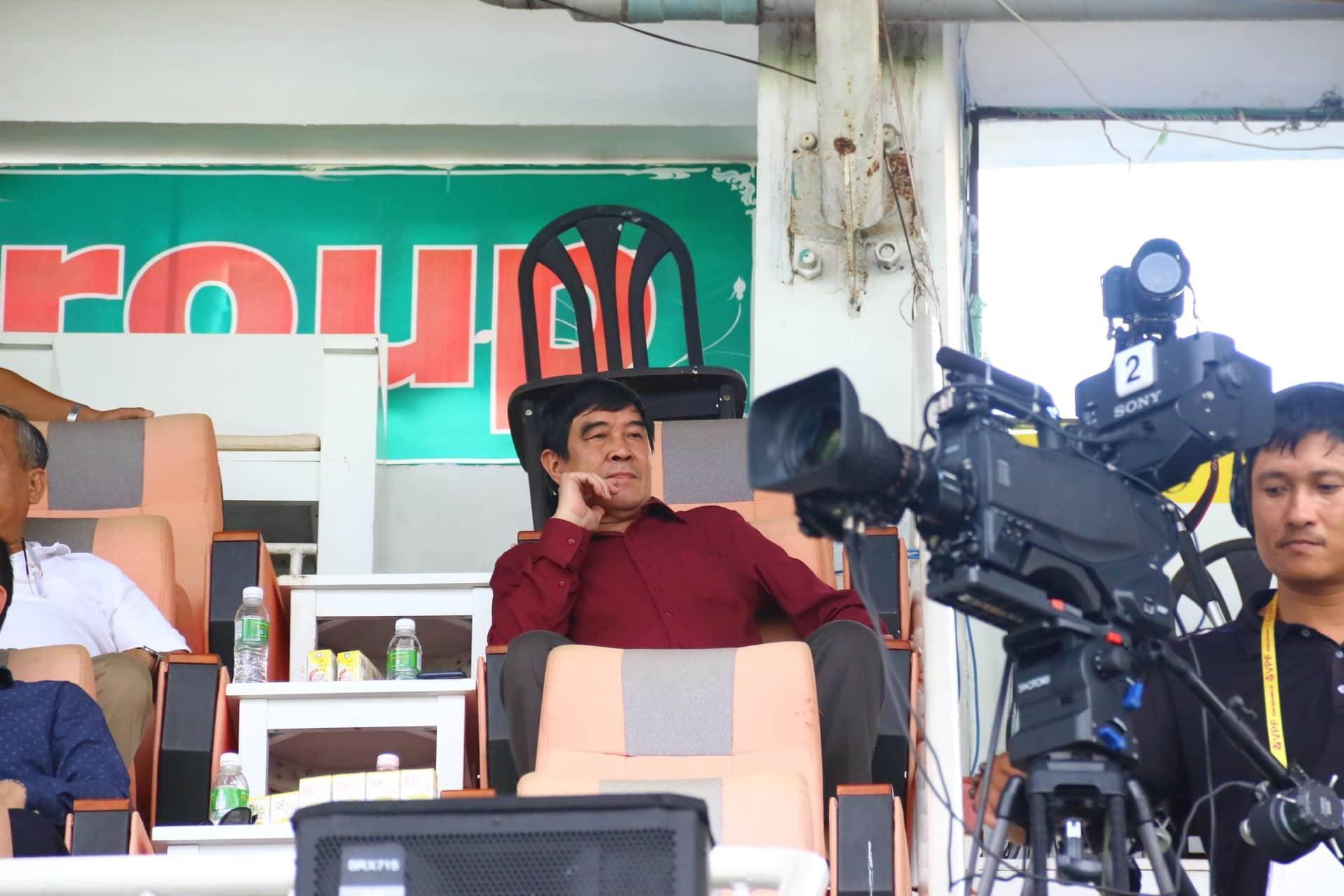 Phó chủ tịch VFF Nguyễn Xuân Gụ từ chức sau nghi vấn mua dâm ở khách sạn - Ảnh 2.