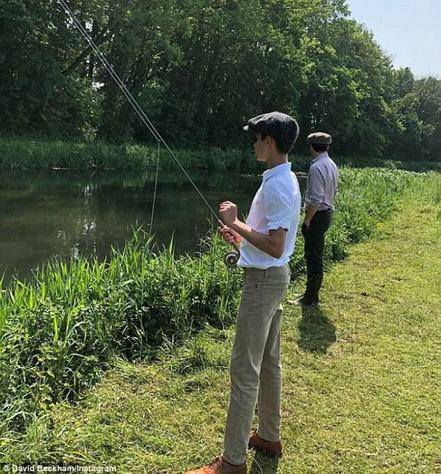 Đi câu cá cùng nhau mà bố con Beckham cũng phong cách ngời ngời, khiến dân tình trầm trồ - Ảnh 3.