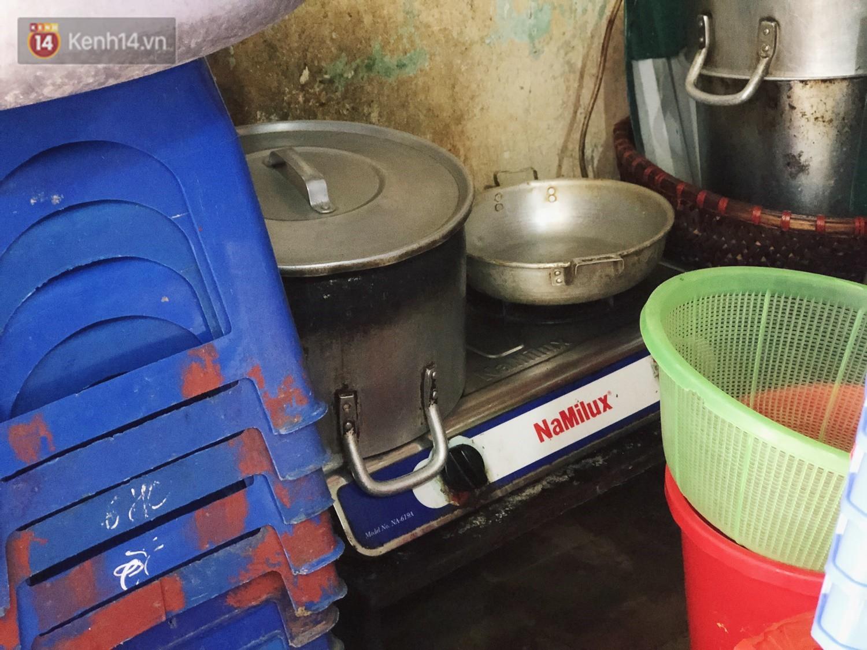 Quán bún ốc cô Thêm nổi tiếng Hà Nội bị tố pha nước dùng mất vệ sinh, chủ quán lên tiếng: 4 đời nhà tôi bán chả làm sao... - Ảnh 7.