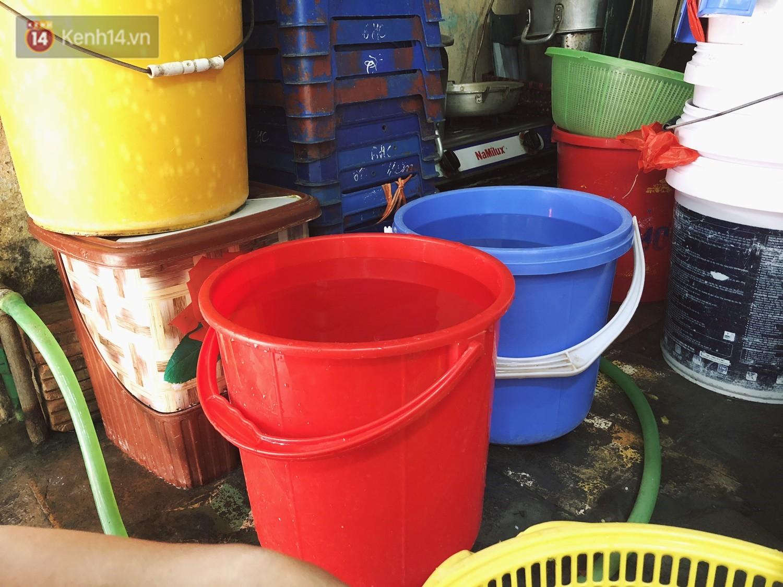 Quán bún ốc cô Thêm nổi tiếng Hà Nội bị tố pha nước dùng mất vệ sinh, chủ quán lên tiếng: 4 đời nhà tôi bán chả làm sao... - Ảnh 6.