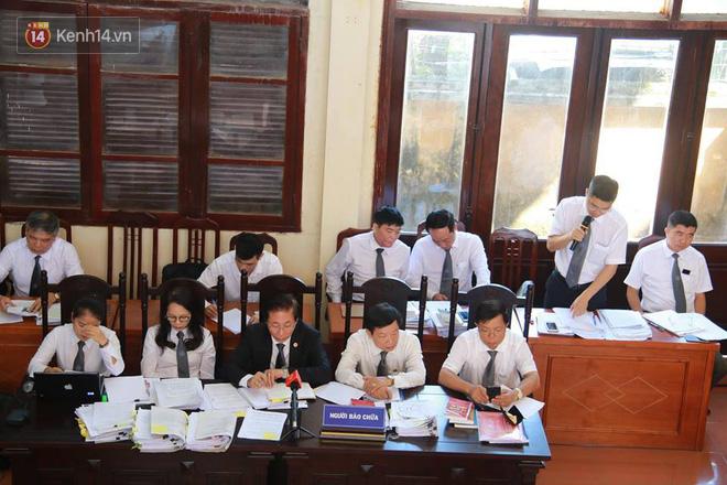 Điểm lại những tình tiết bất ngờ từ ngày đầu phiên xử bác sĩ Lương cho đến quyết định quay lại phần xét hỏi sau 10 ngày - Ảnh 10.