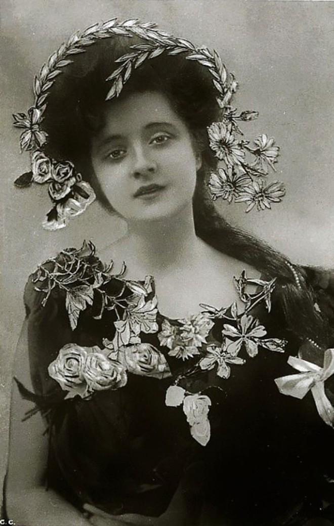 Chùm ảnh: Những bức ảnh hiếm cho thấy từ hàng trăm năm trước nhan sắc phụ nữ đã đẹp đến nao lòng dù không có photoshop - Ảnh 12.