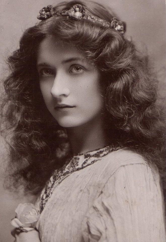 Chùm ảnh: Những bức ảnh hiếm cho thấy từ hàng trăm năm trước nhan sắc phụ nữ đã đẹp đến nao lòng dù không có photoshop - Ảnh 5.
