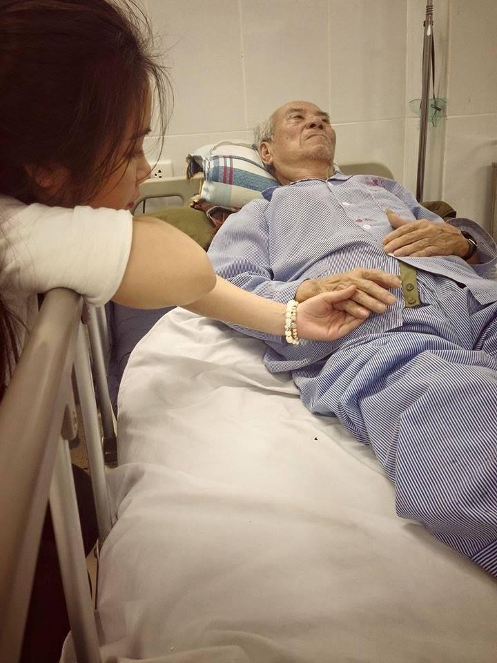 Rơi nước mắt với chia sẻ Đến một ngày bạn sẽ nhận ra điều khiến bạn buồn là việc chứng kiến ông bà mình ngày một già thêm và yếu đi - Ảnh 1.